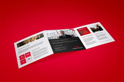 Tri-Fold Brochure. 21x21 Cm / 6 Volets