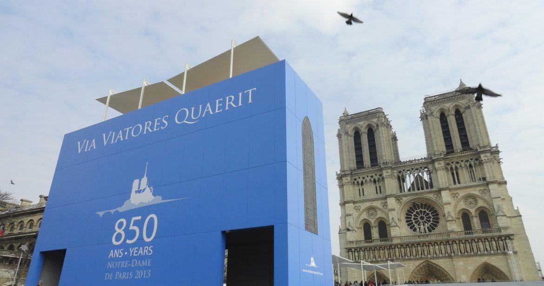 Notre Dame de Paris, Installation & logo