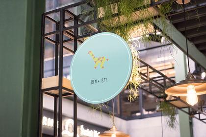 Logo Ren + Izzy, baby brand