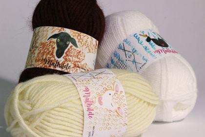 Pelotes de laines moutons suisses